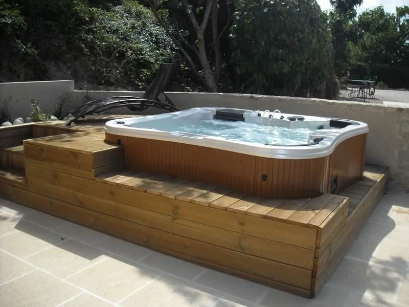Actu-Amenager-une-terrasse-avec-un-spa-amenagment-coin-spa-exterieur-idee-amenagement-spa-interieur-Les-Jardin-en-Cascades
