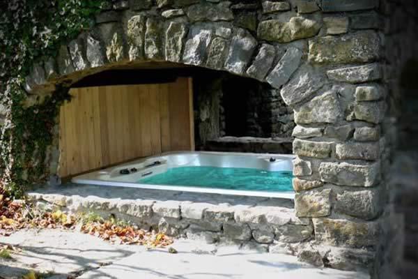 Page-Bien-etre-realisation-2-Les-Jardins-en-Cascades-installation-jacuzzi-exterieur