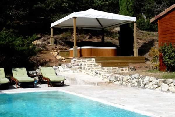 Page-Bien-etre-realisation-5-Les-Jardins-en-Cascades-installation-jacuzzi-exterieur