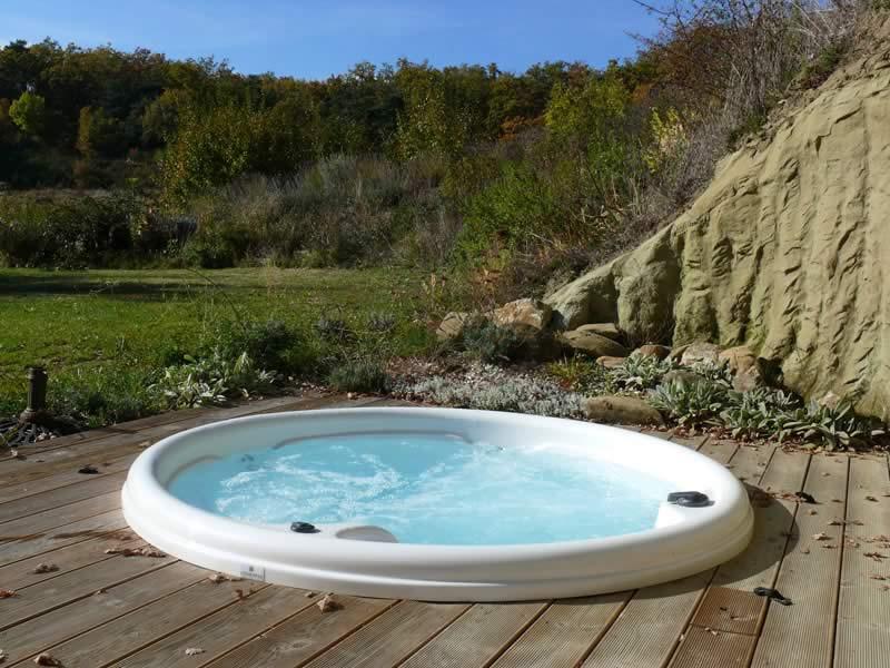 Page-Bien-etre-realisation-6-Les-Jardins-en-Cascades-installation-jacuzzi-exterieur