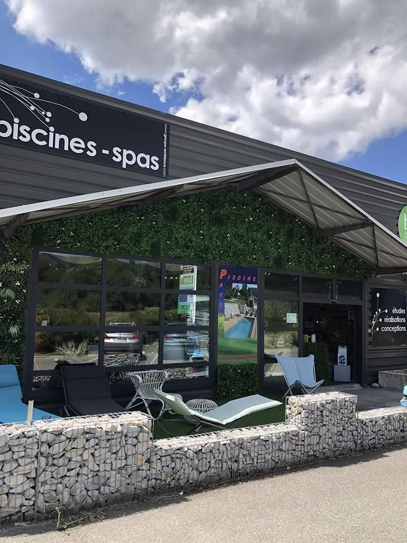 Page-Showroom-bandeau-1-Les-jardins-en-Cascades-produits-entretien-piscine